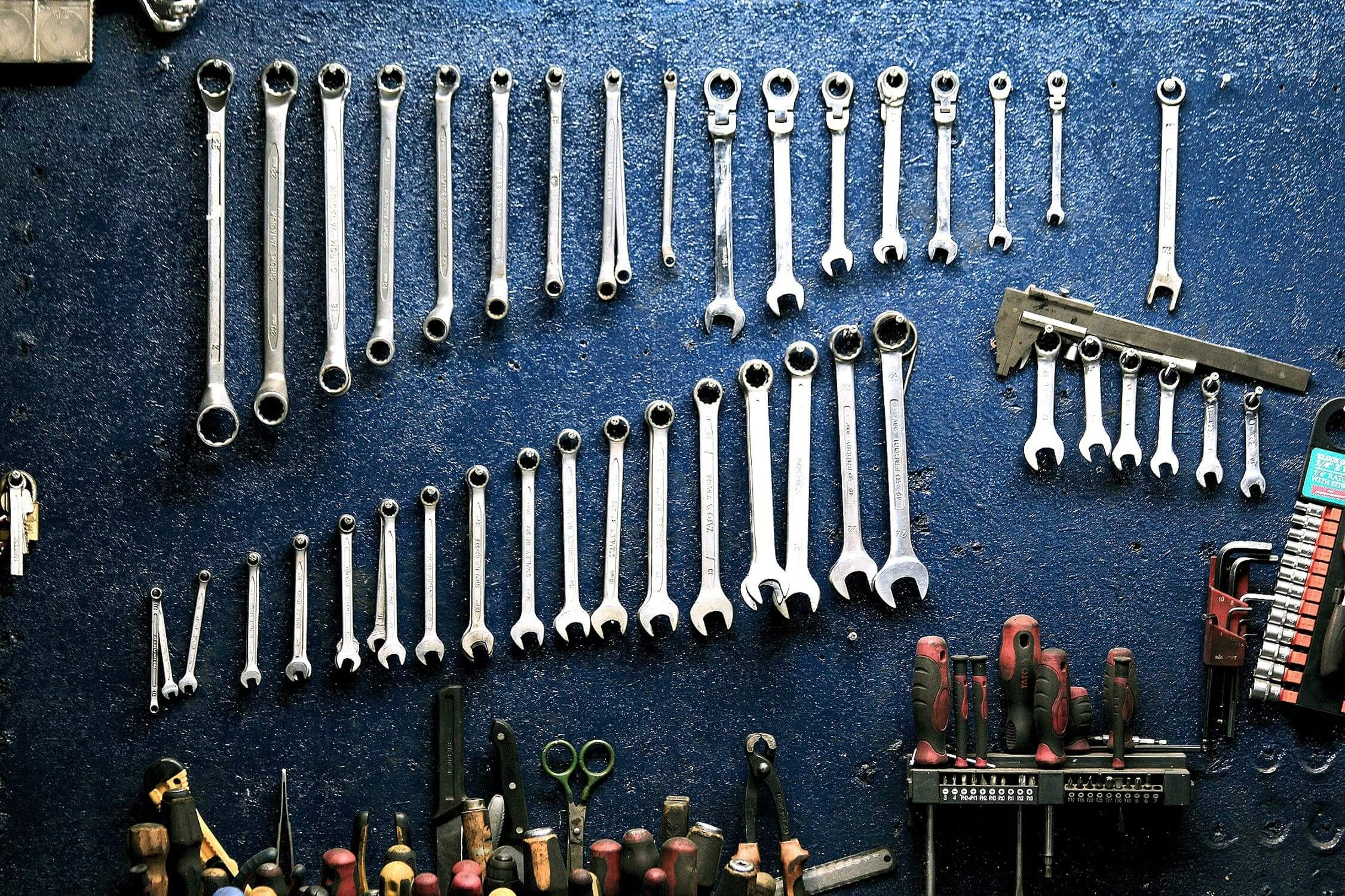 how-to-remove-rust-from-metal-equipment-or-tools